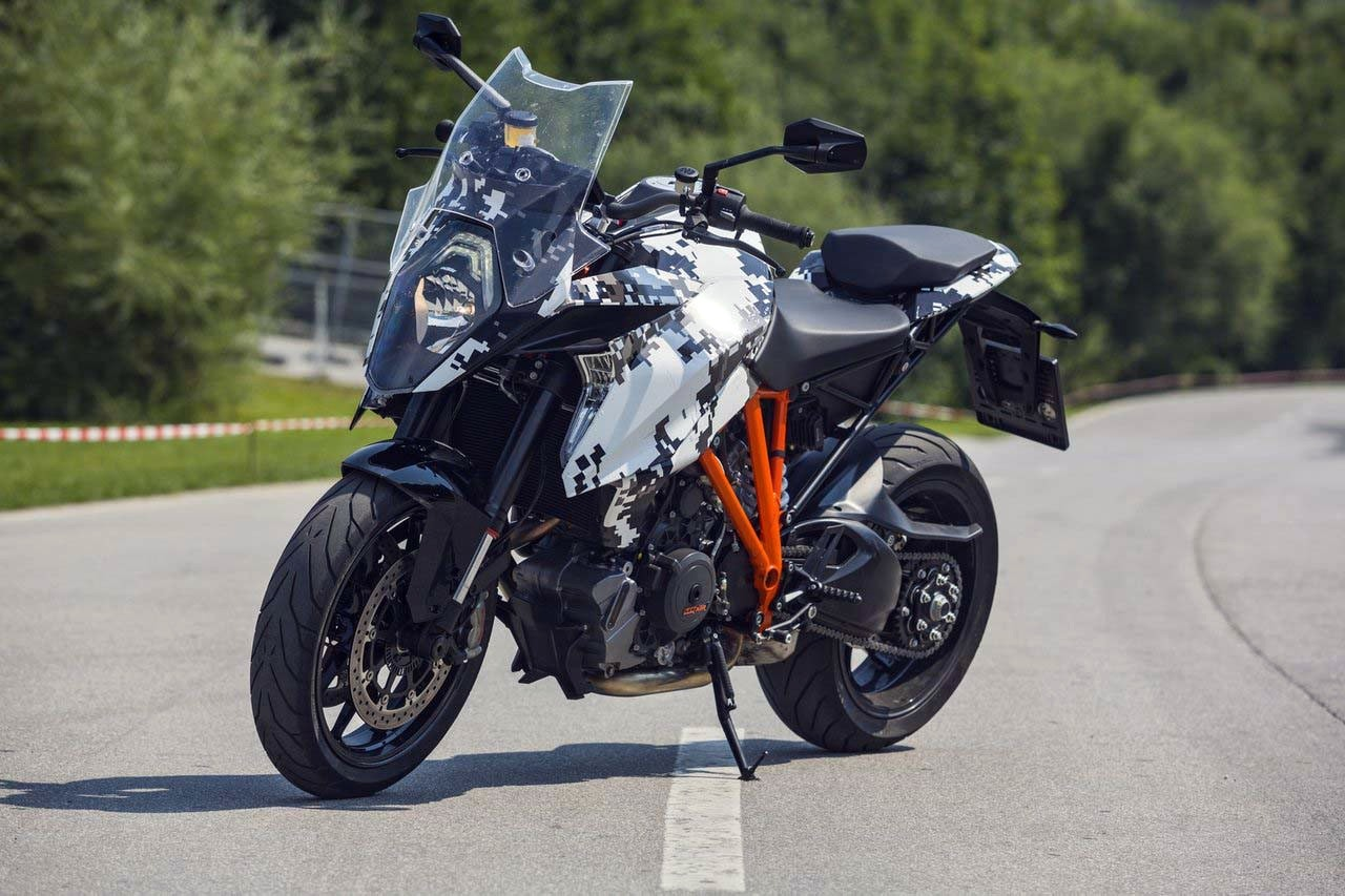 2016 KTM 1290 Super Duke GT front left