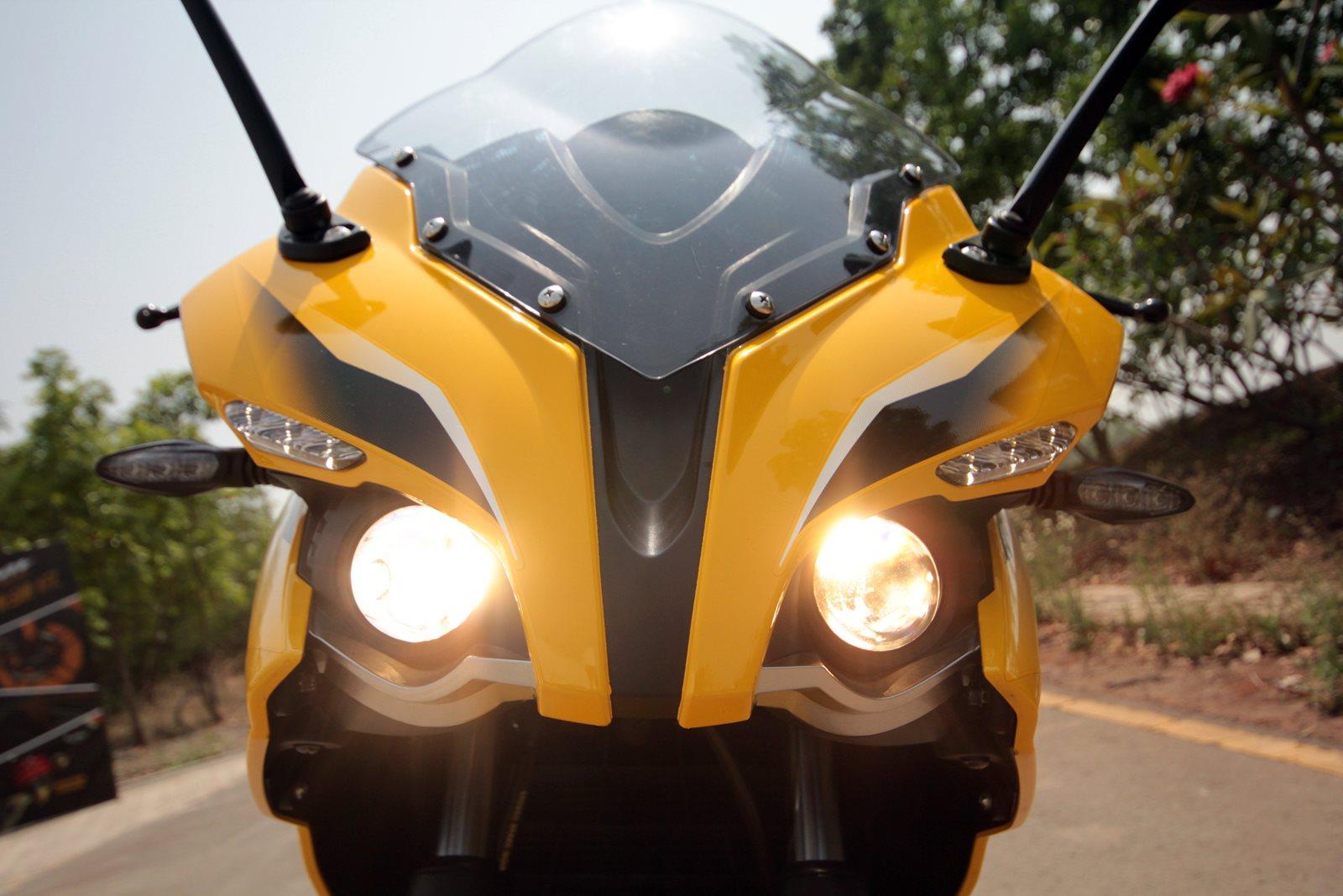 Pulsar RS 200 lights on